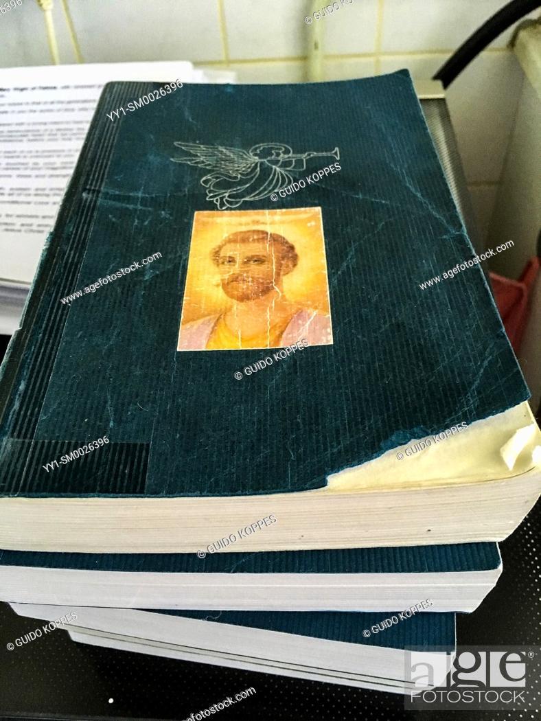 Imagen: Dongen, Netherlands. Stack ofireligious prayer and songbooks inside a private, makeshift church.