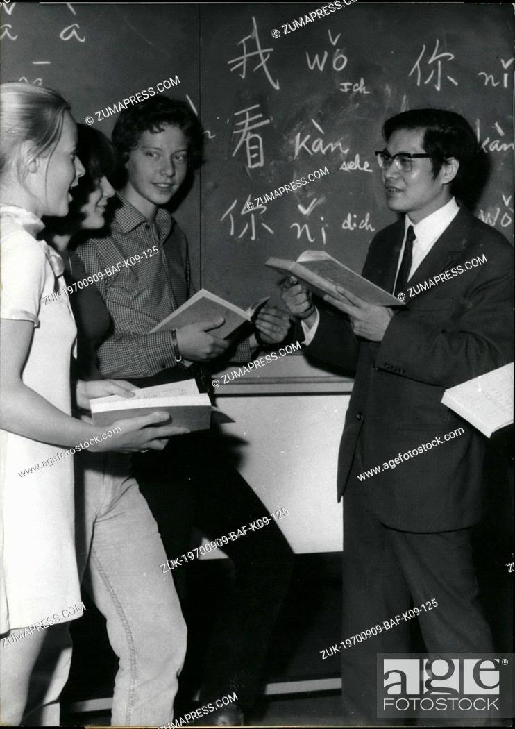 Imagen: Sep. 09, 1970 - Chinese as Subject of instruction': 'Up to date' are some of the students at the Ricarda-Huch-high school in Sprendlingen near Frankfurt/Main.