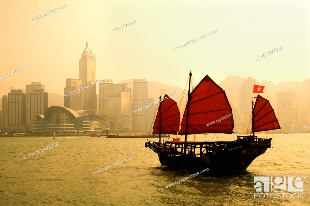 Stock Photo: Hong Kong, Victoria Harbour, Junk.