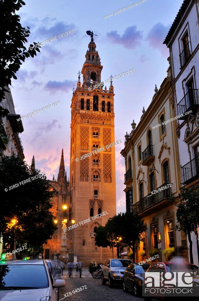 Stock Photo: Giralda Tower at sunset, Sevilla, Andalucía, Spain, Europe october-2009.