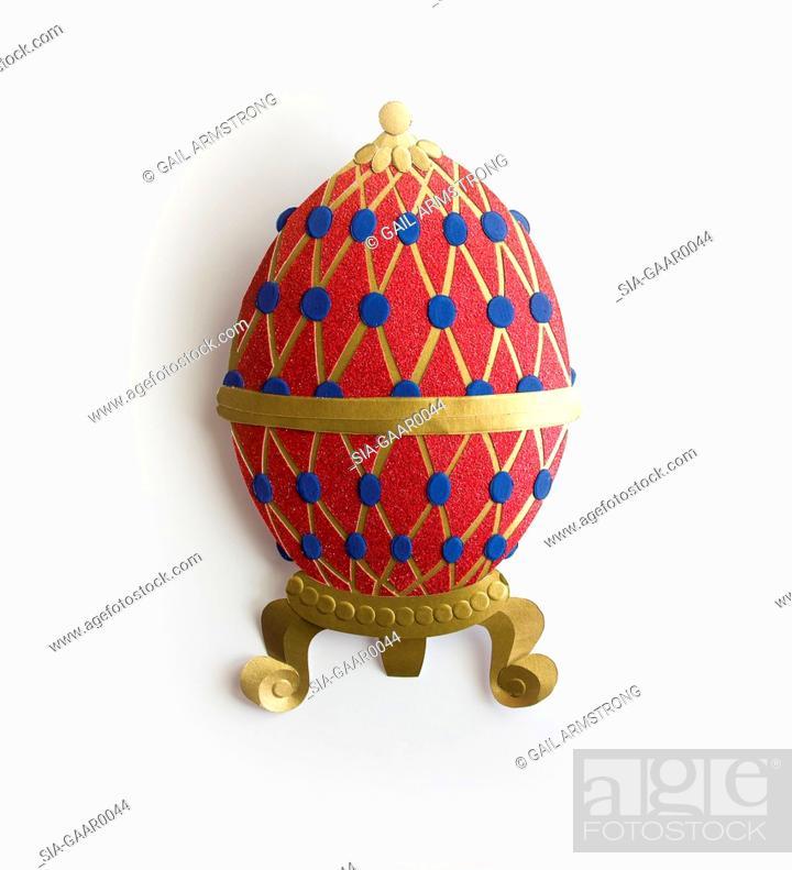 Imagen: Papercut Egg on white background.