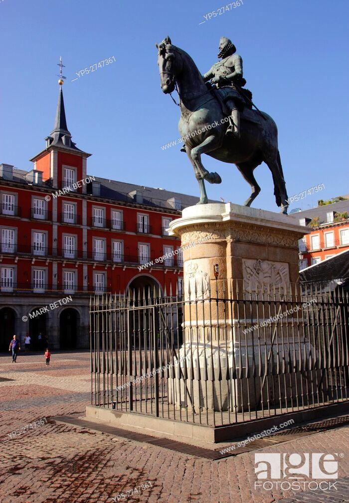 Stock Photo: Plaza Mayor and Statue of Felipe III Madrid Spain.