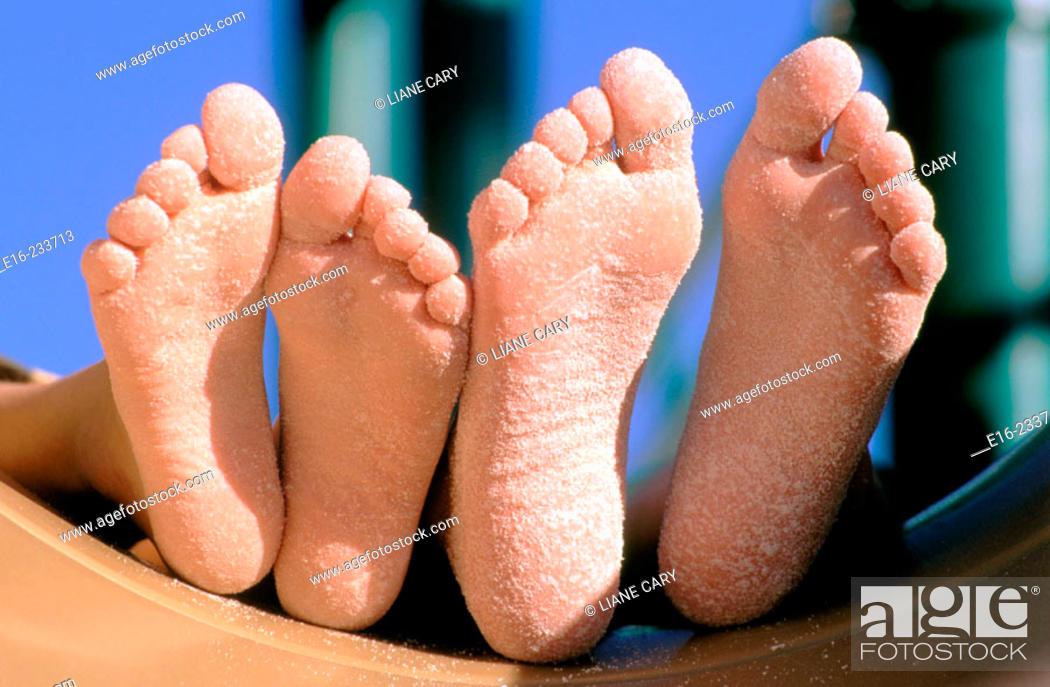 Imagen: Playground feet.