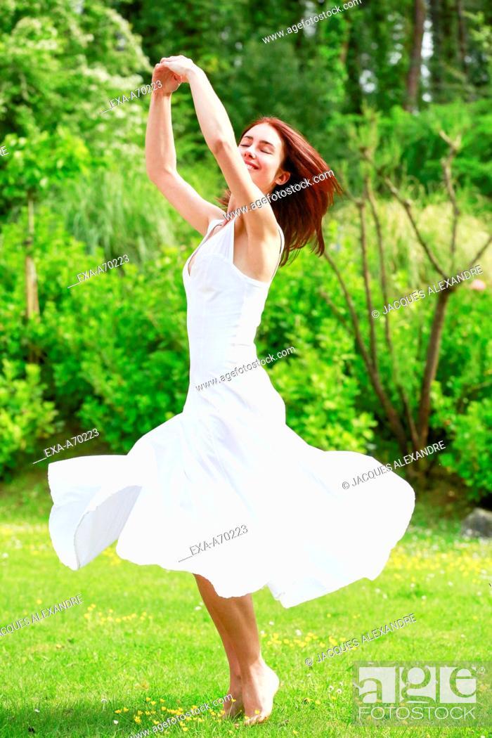 Imagen: Woman dancing on flower meadow.