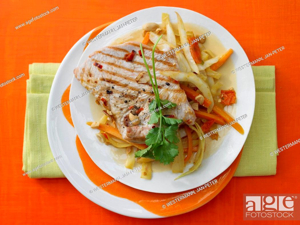 Photo de stock: Cabbage & coconut curry with grilled turkey escalopes.