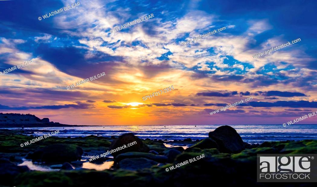 Stock Photo: Seascape at sunset.