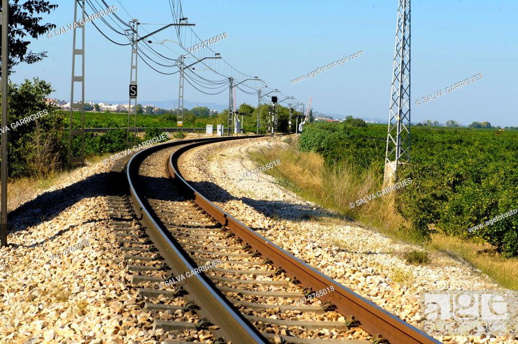 Imagen: Curve in the Railways, Valencia, Spain, Europe.