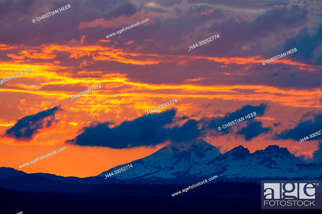 Stock Photo: North America, American, America, USA, Pacific Northwest, Oregon, Central Oregon, Bend, Deschutes National Forest, South sister and Broken Top mountains.