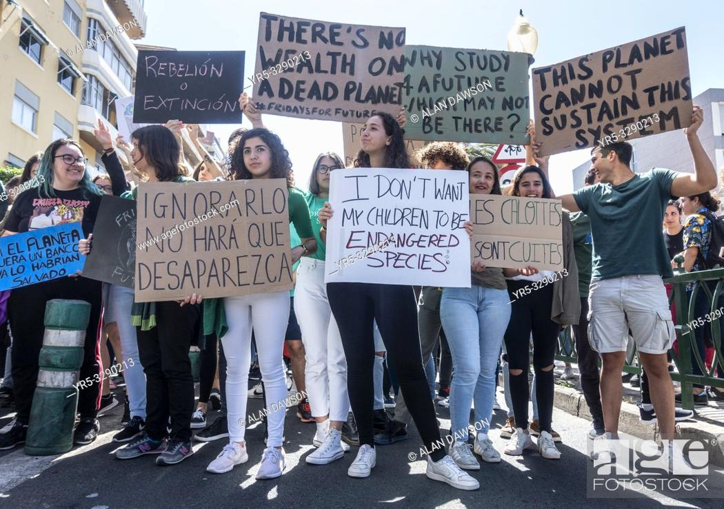 Stock Photo: Las Palmas, Gran Canaria, Canary Islands, Spain. 15th March, 2019. Climate change protest by Spanish students in Las Palmas, the capital of Gran Canaria.