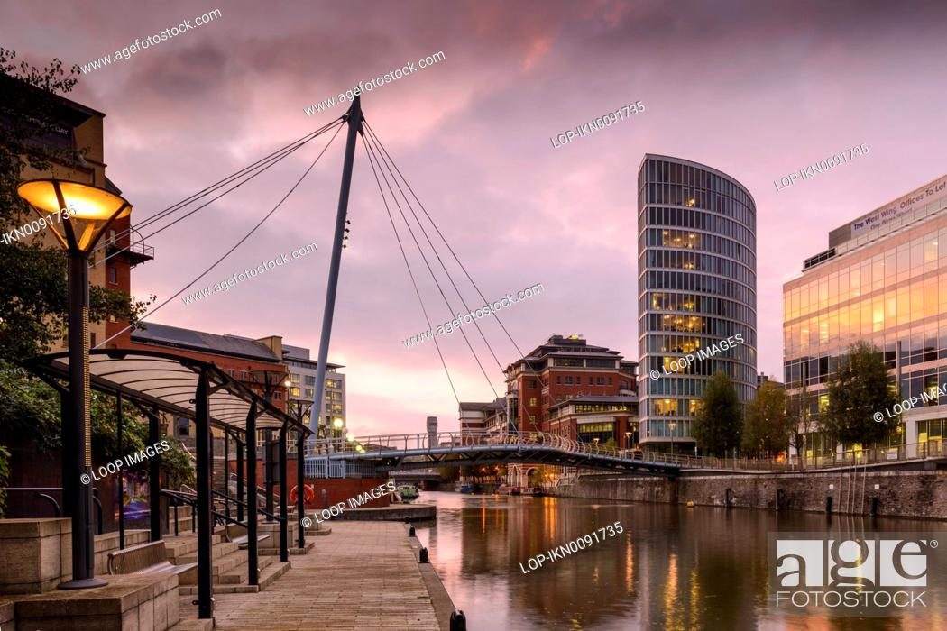 Stock Photo A View Of Valentine Bridge And New Development Apartments Offices In Temple Quay Bristol