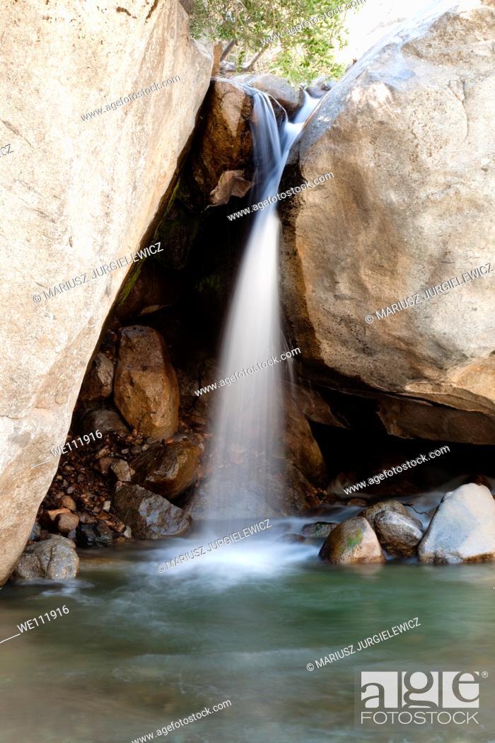 Photo de stock: Waterfall near Buckeye Flat in Sequoia National Park.