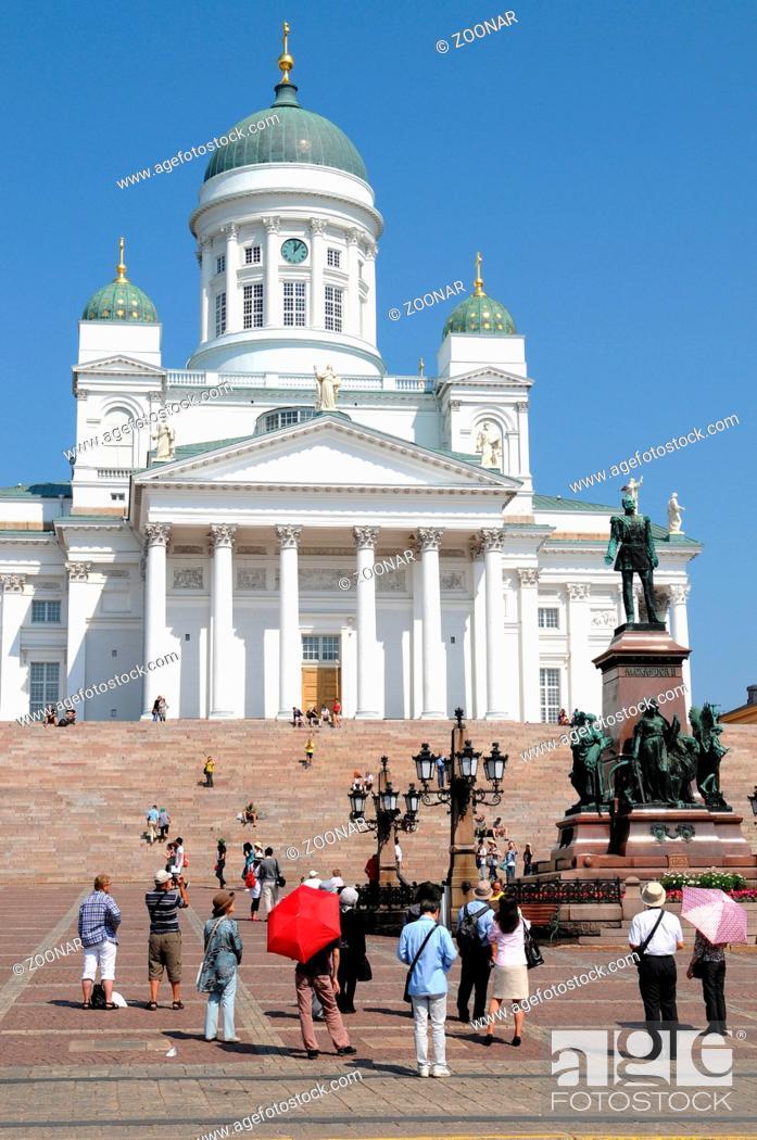 Stock Photo: Helsinki Die Kathedrale von Helsinki wurde in den Jahren 1830 bis 1852 errichtet, die Statue von Zar Alexander II stammt aus dem Jahr 1863 / Helsinki Cathedral.