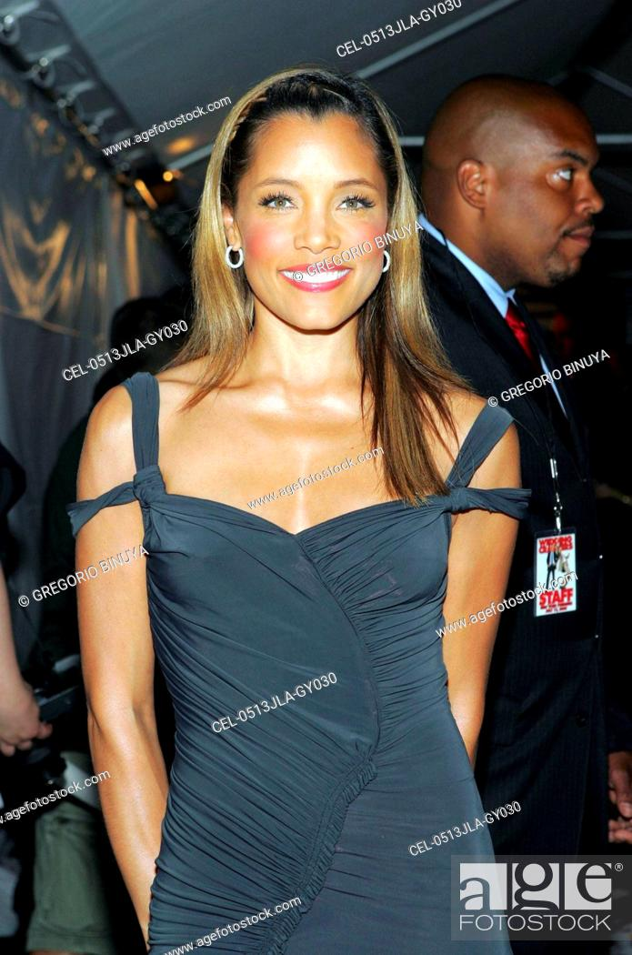 Michael Michele at arrivals for Wedding Crashers Premiere