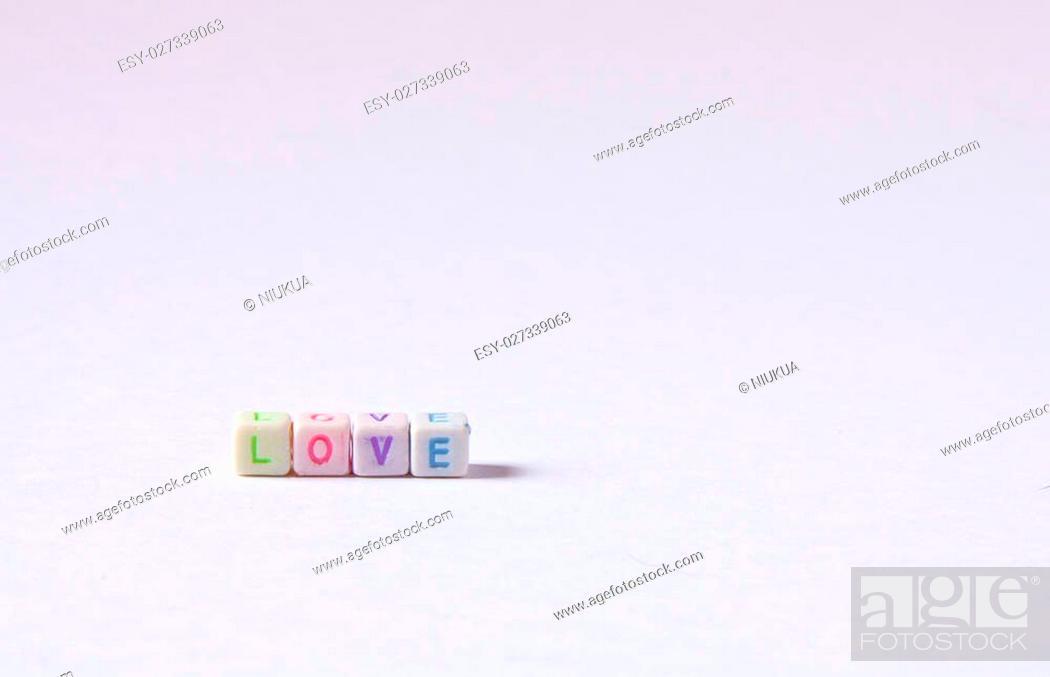 Imagen: Cuentas formando la palabra LOVE.