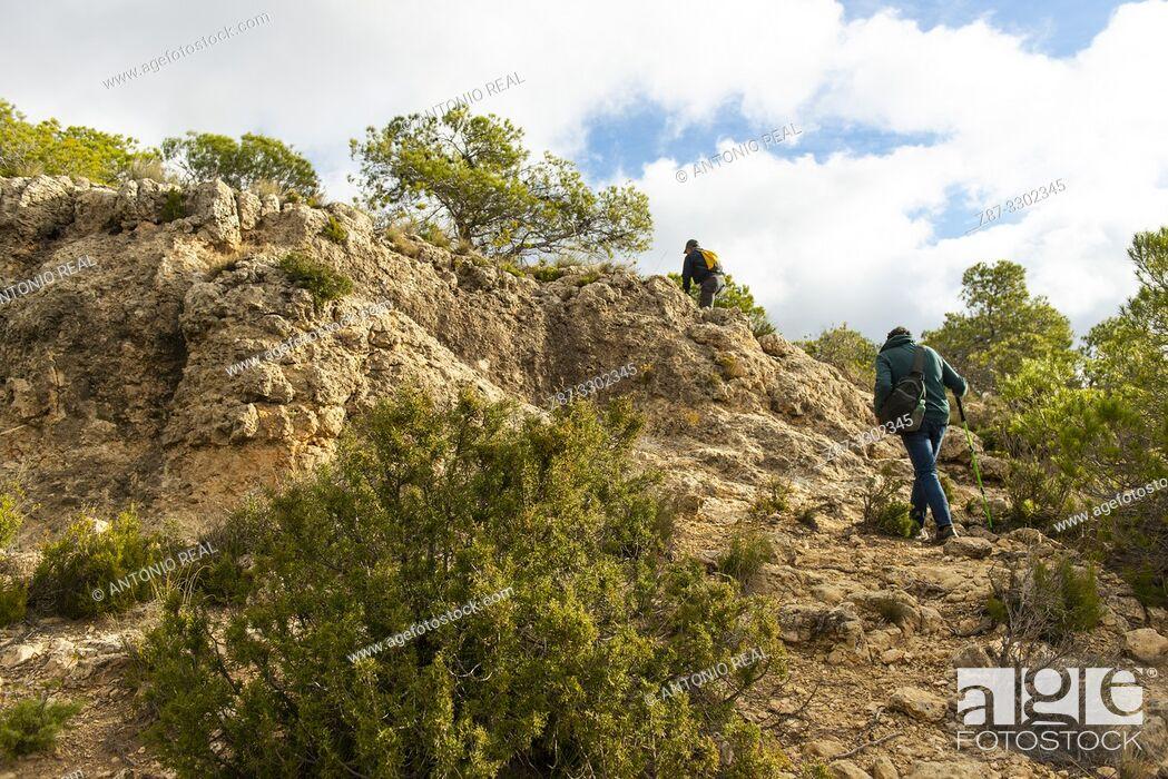 Imagen: Hiking. Madrugalo, Almansa, Albacete, Castile-La Mancha, Spain.