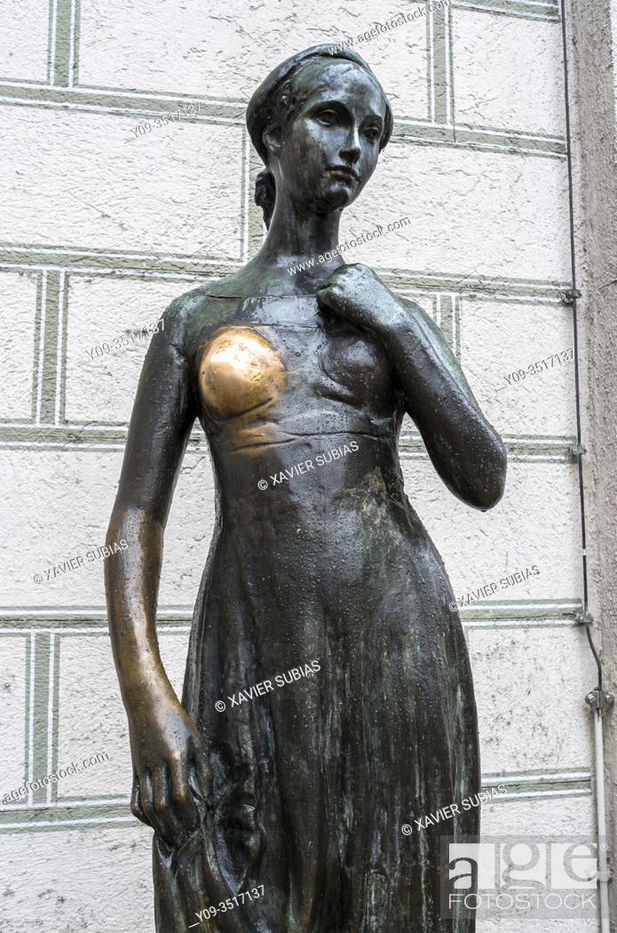 Stock Photo: Statue of Juliet at Marienplatz, Munich, Bavaria, Germany.