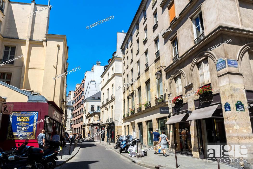 Imagen: Paris, France, People Shopping in the Marais District.