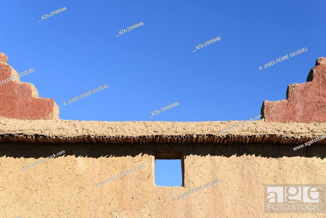 Stock Photo: Typical adobe wall, Palmeraie de Skoura, Skoura, Morocco, Africa.