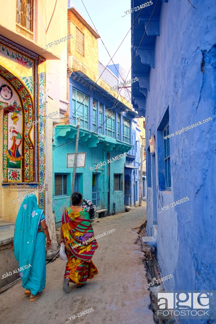 Stock Photo: Women on colorful saris at the backstreets of Bundi.