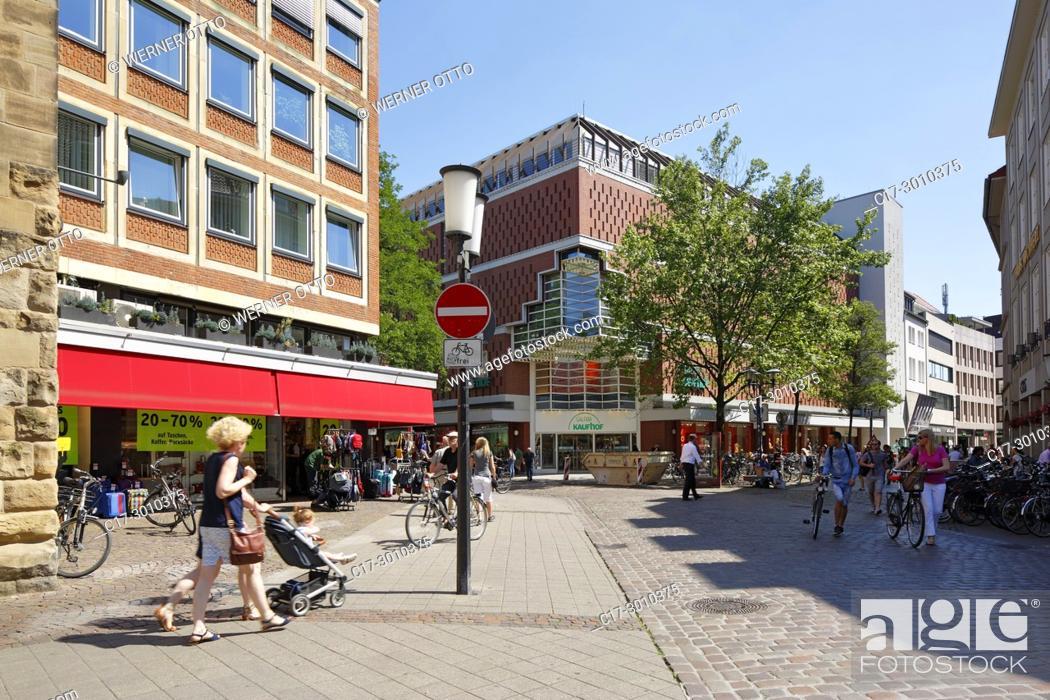 Stock Photo: Muenster (Westfalen), D-Muenster, Westphalia, Muensterland, North Rhine-Westphalia, NRW, downtown, Klemens Street, Ludgeri Street, Galeria Kaufhof Muenster.