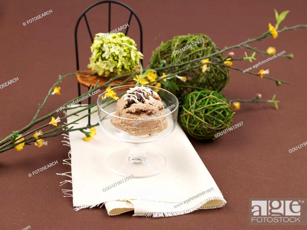 Stock Photo: flower, ice cream, table mat, ice cream cup, cup, leaf, icecream.