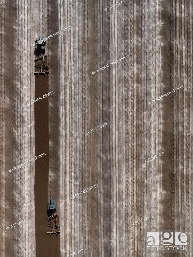 Photo de stock: Aerial view agricultural tractors plowing field, Bakersfield, California, USA.