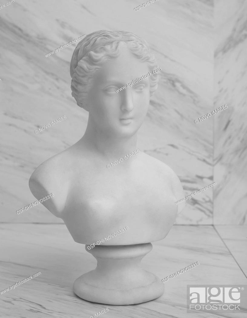 Imagen: Female Bust on Marble Background.