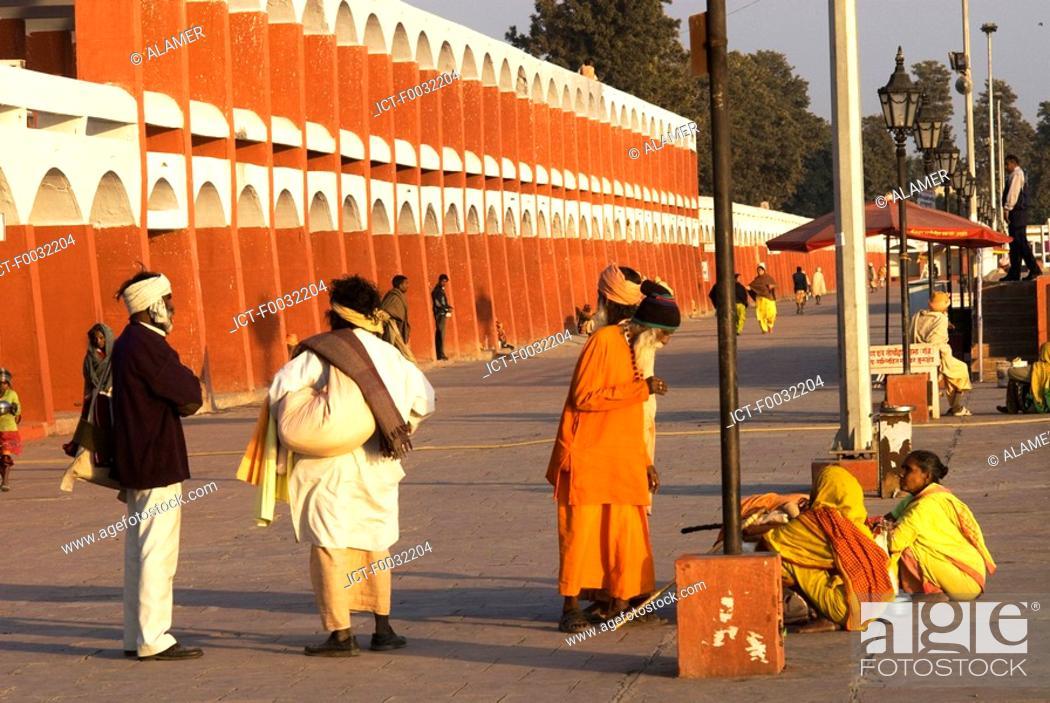 Stock Photo: India, Haryana, Kurukshetra, Brahma Sarovar, hindu pilgrim.