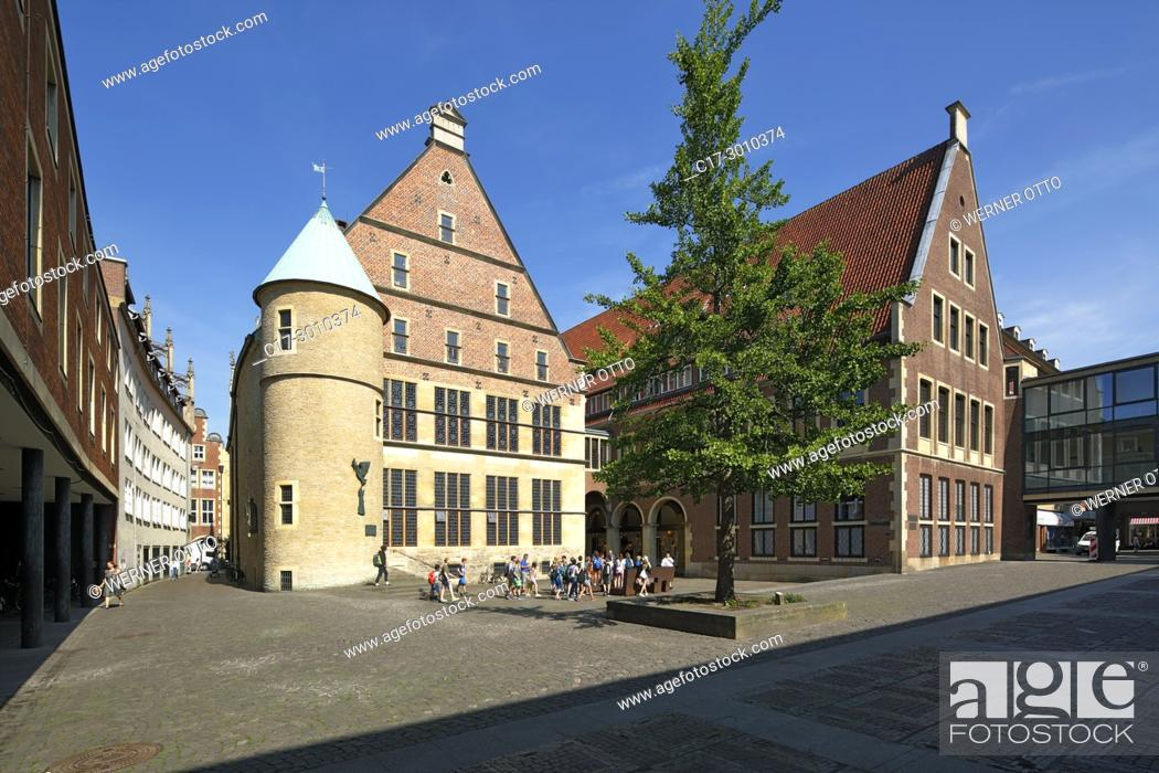 Stock Photo: Muenster (Westfalen), D-Muenster, Westphalia, Muensterland, North Rhine-Westphalia, NRW, Historical City Hall of Muenster at the Prinzipal Market Place.
