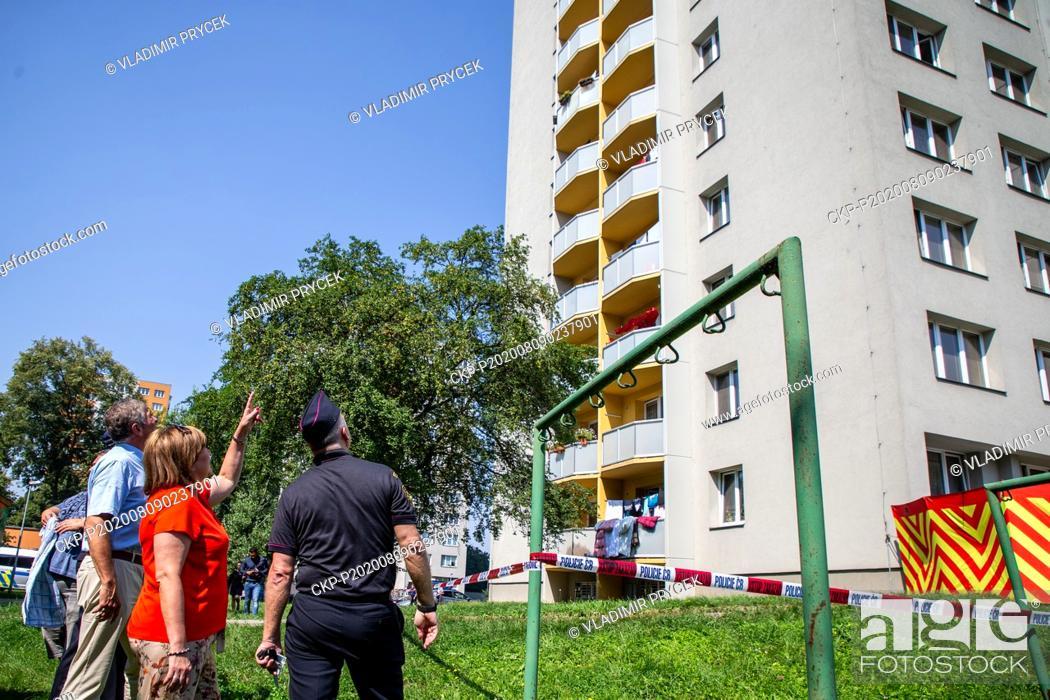 Imagen: L-R Moravia-Silesia Region Governor Ivo Vondrak, Finance Minister Alena Schillerova and Regional Fire Corps director Vladimir Vlcek visit place of arson attack.