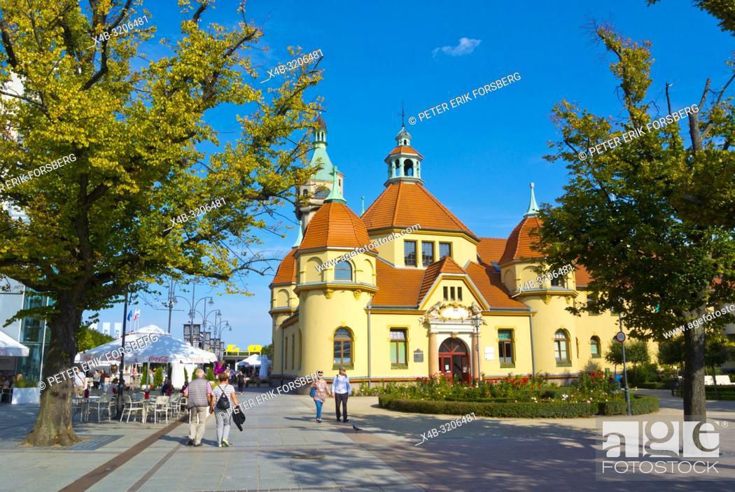 Imagen: Plac Zdrojowy, with Balneology building, Sopot, Poland.