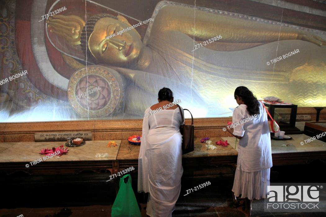Stock Photo: Sri Lanka; Colombo, Kelaniya Raja Maha Vihara, buddhist temple, Reclining Buddha statue,.