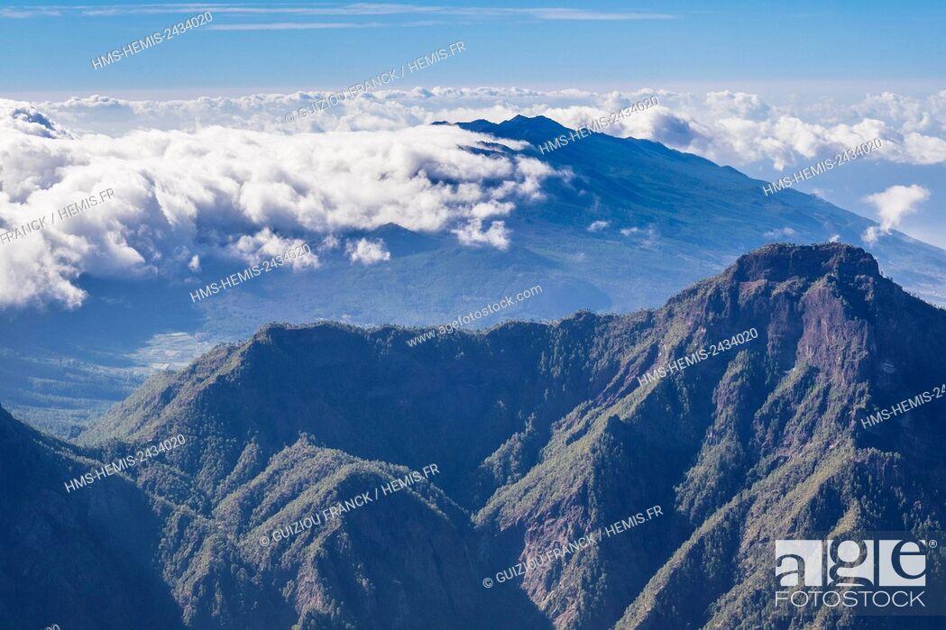 Stock Photo: Spain, Canary Islands, La Palma island declared a Biosphere Reserve by UNESCO, Caldera de Taburiente National Park, panorama from Roque de los Muchachos.