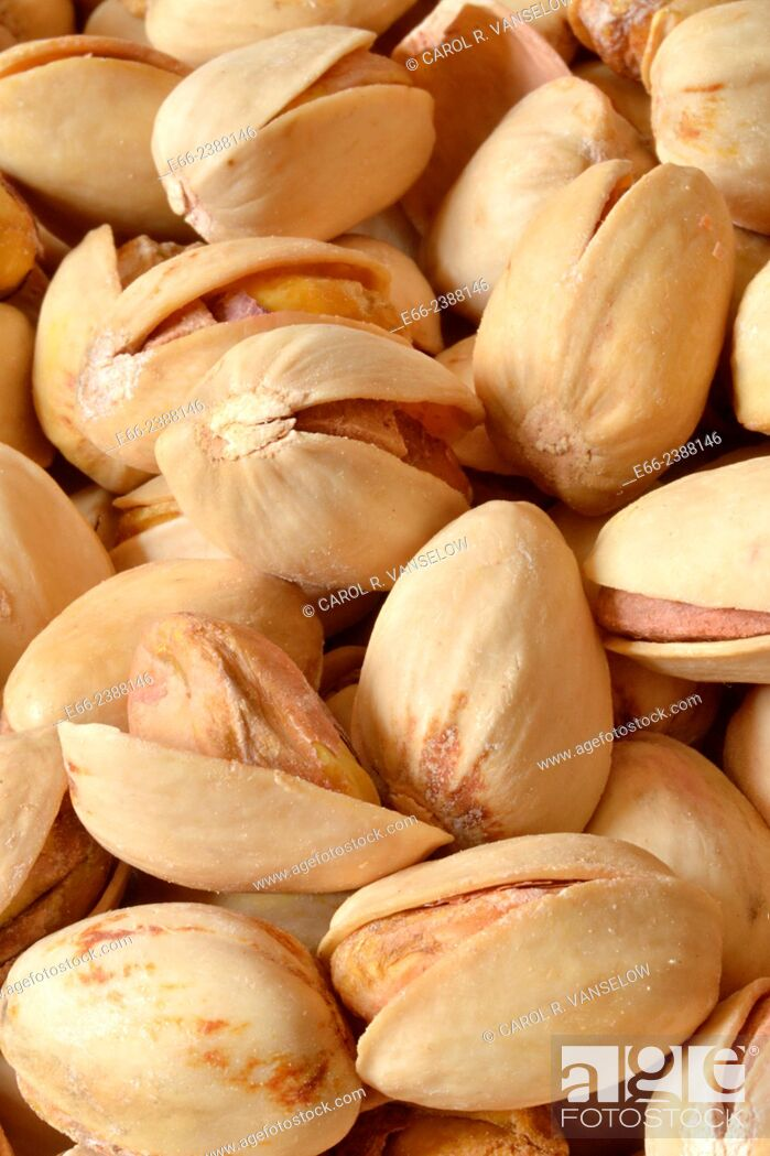 Stock Photo: Healthy snacks: bowl of unsalted pistachio nuts. Close up.