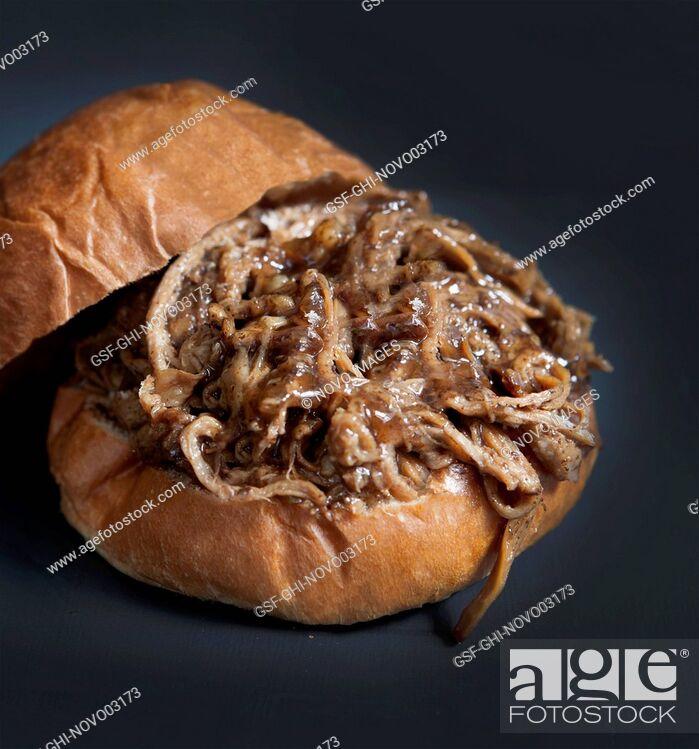 Imagen: Homemade Barbeque Pulled Pork Sandwich on Bun.