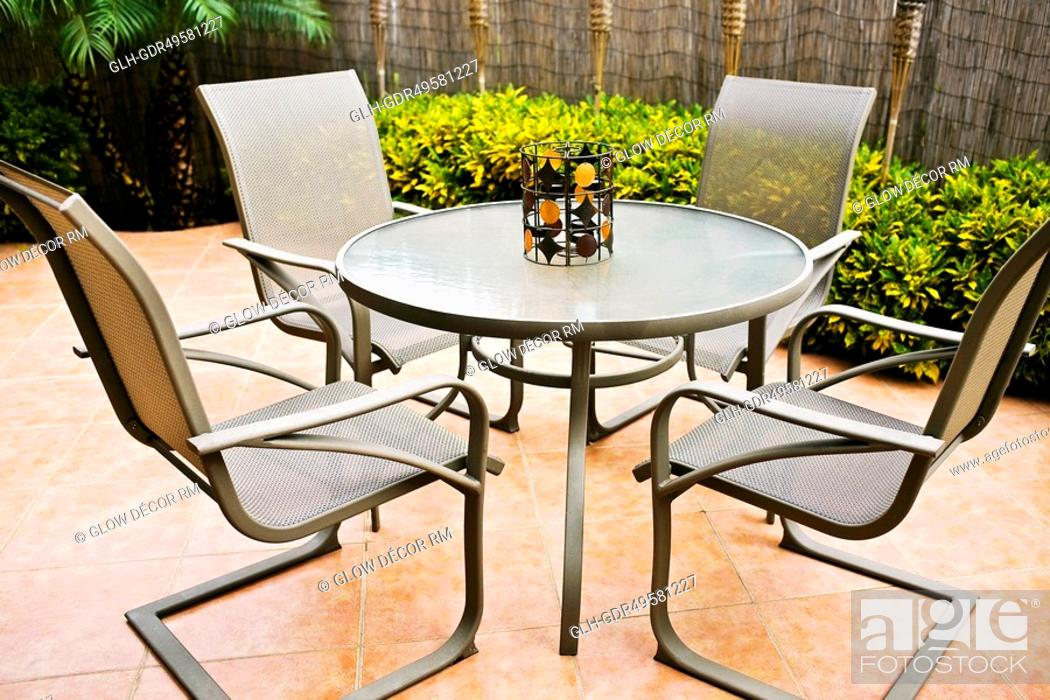 Photo de stock: Chairs around a table.