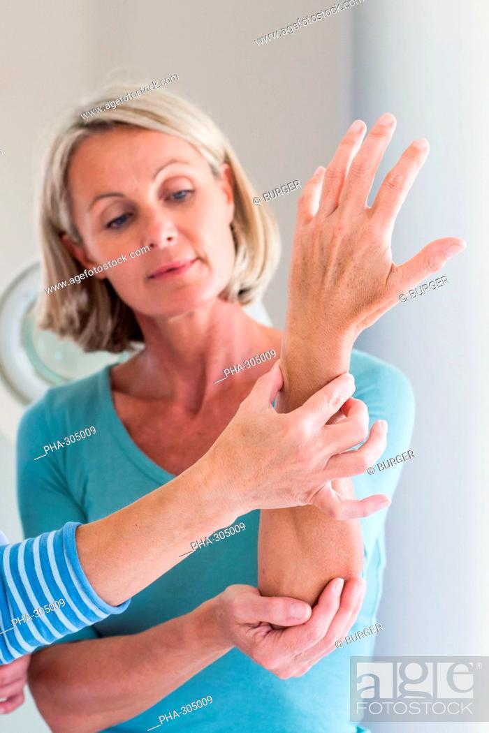 Imagen: Wrist examination.