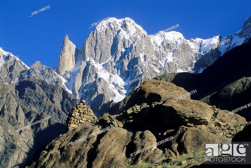 Stock Photo: Pakistan, Hunza valley, Karimabad surroundings, Ultar peak 7388m and glaciar.