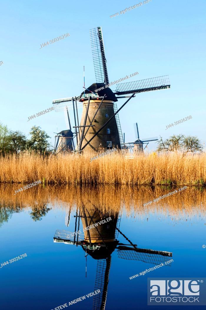 Photo de stock: Europe, Netherlands, Alblasserdam, Kinderdijk, Windmills.