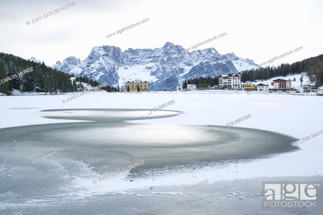 Imagen: Lake Misurina, Belluno province, Dolomites, Unesco World Heritage Site, Italy, Europe.