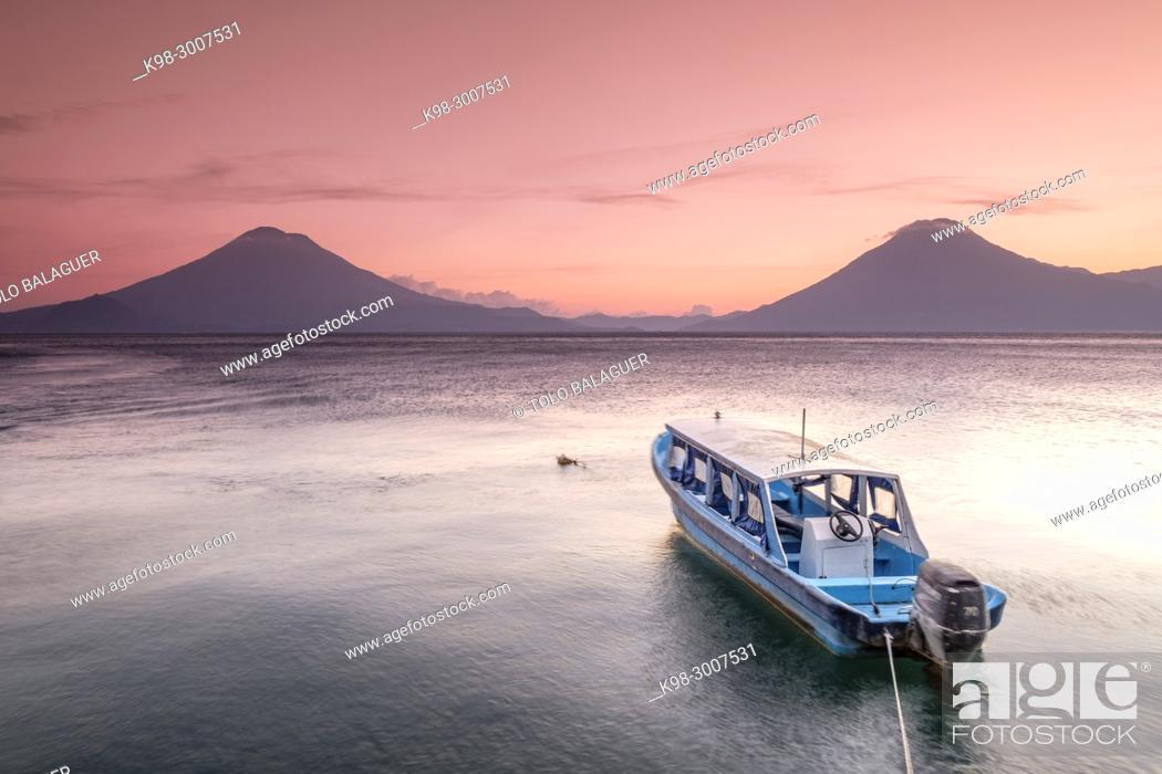 Stock Photo: volcanes de Atitlán 3537 m. y San Pedro 3020 m. lago de Atitlán, departamento de Sololá , República de Guatemala, América Central.