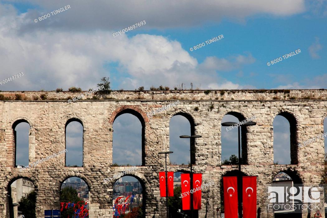 Stock Photo: Valens Aquädukt Istanbul.