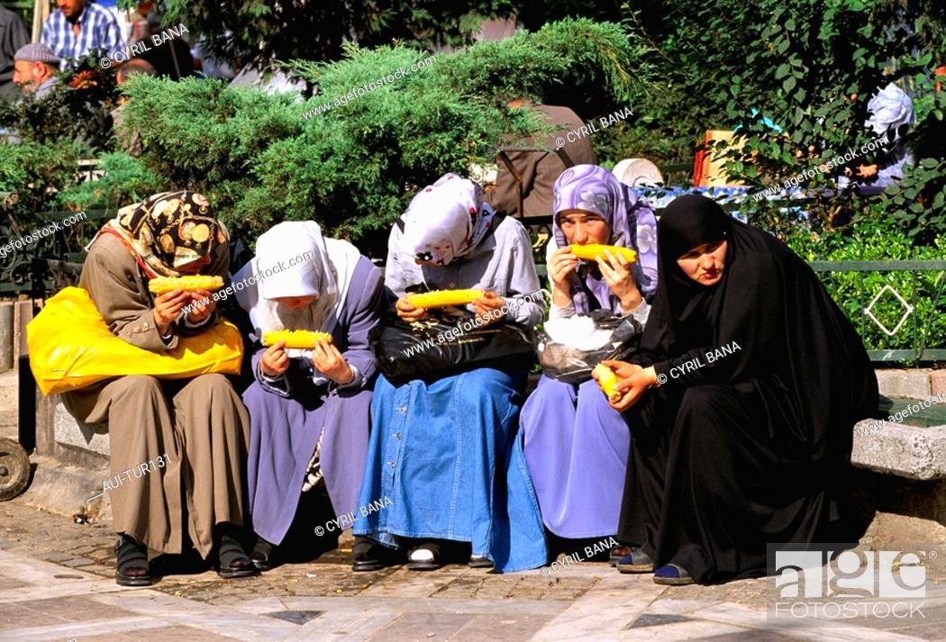 Stock Photo: Turkey - Istanbul - Historic Center - Eminonu District.