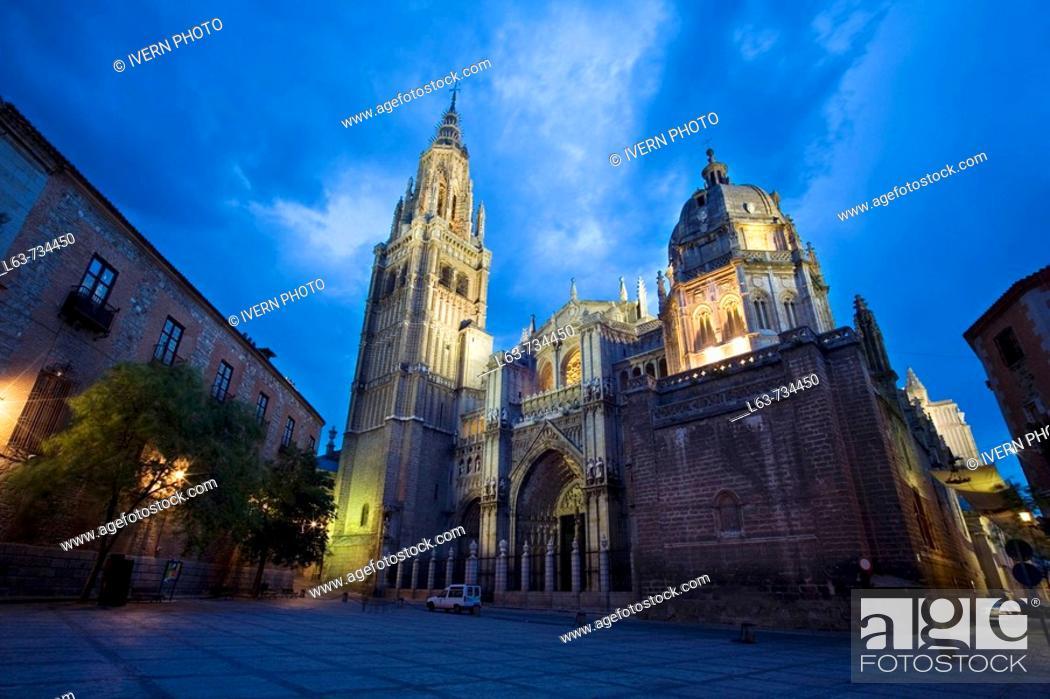 Stock Photo: Gothic cathedral (13-15th century) in Plaza del Consistorio, night view, Toledo. Castilla-La Mancha, Spain.