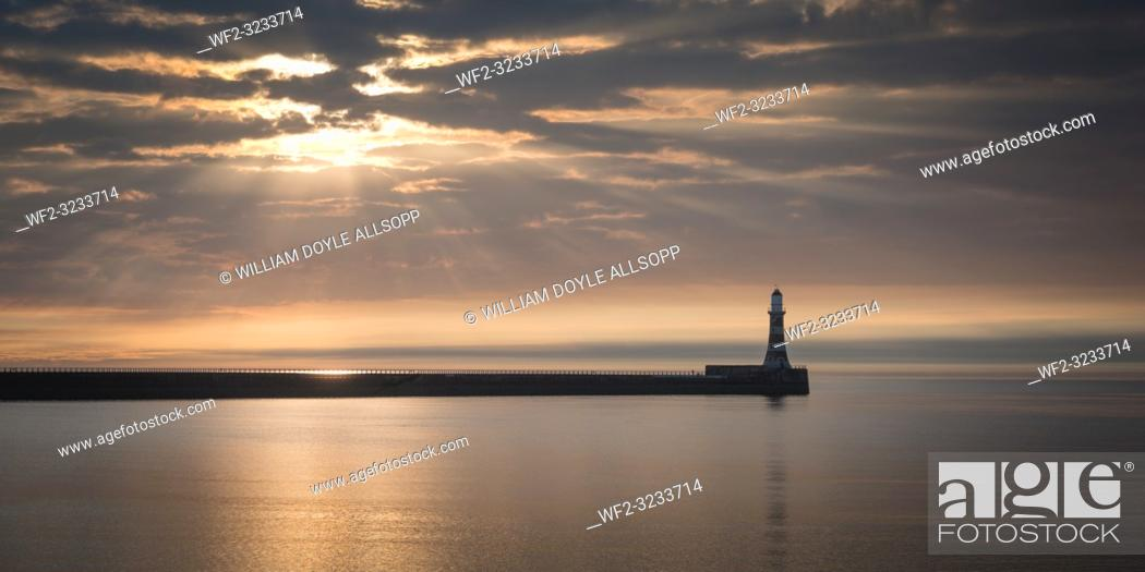 Imagen: A calm North Sea at Roker in County Durham. in County Durham.