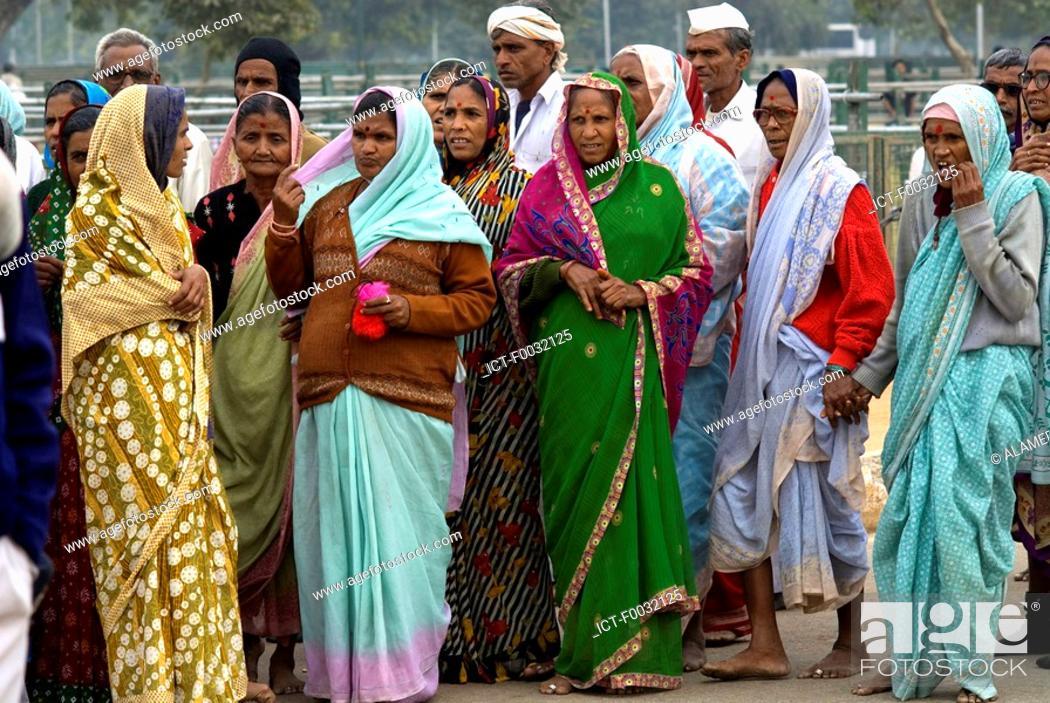 Stock Photo: India, New Delhi, indian tourists.