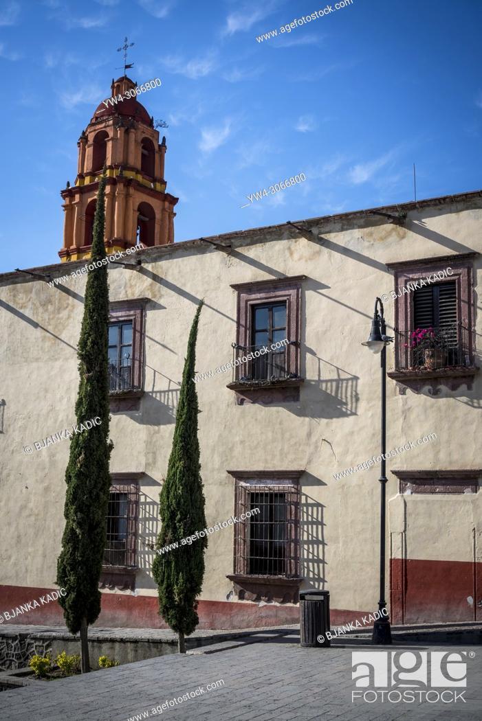 Photo de stock: Detail of a house and two cypress trees, San Miguel de Allende, a colonial-era city, Bajío region, Central Mexico.