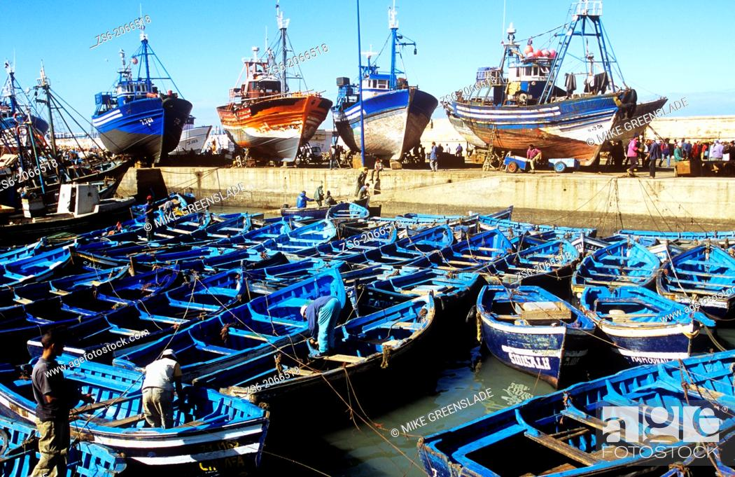 Imagen: Sardine boats moored in Essaouira harbour, Morocco, North Africa.