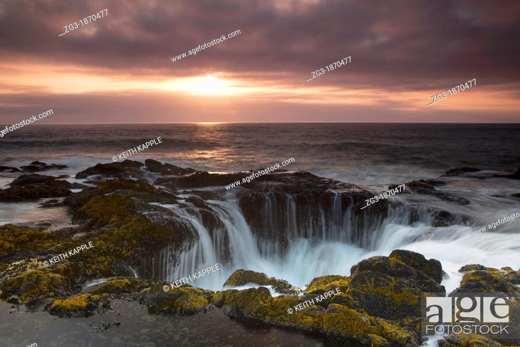 Stock Photo: Thor's Well at Sunset, Cooks Chasm, Cape Perpetua, Oregon, USA.