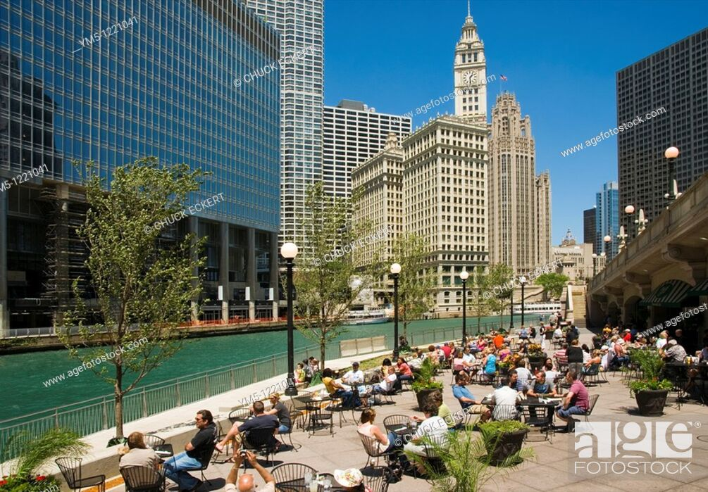 Stock Photo: Sidewalk cafe along the Chicago River Walk path, Chicago, Illinois, USA  / O'Briens Cafe.